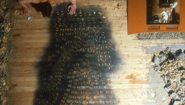 Body art-Kissing the floor
