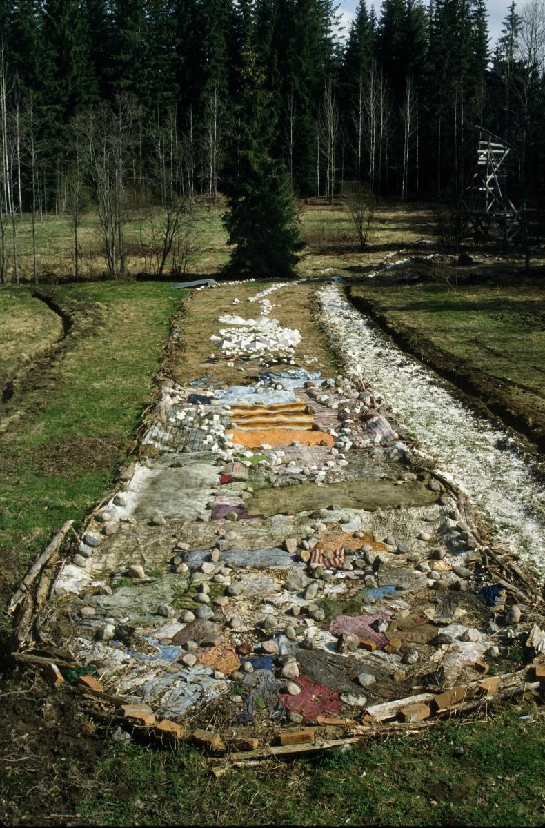 Land art-Earthworm field21