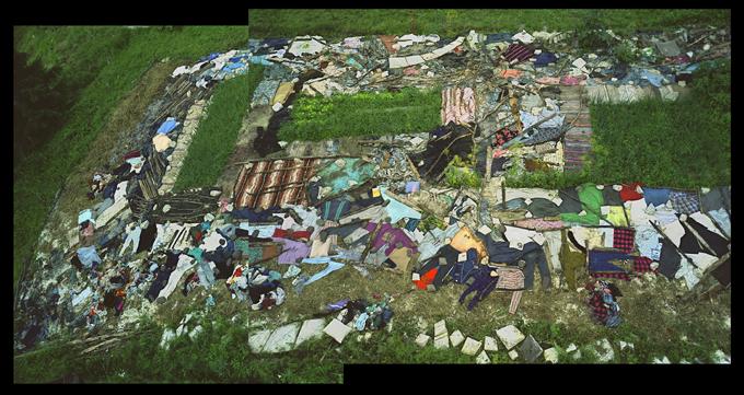 Land art-Earthworm field23
