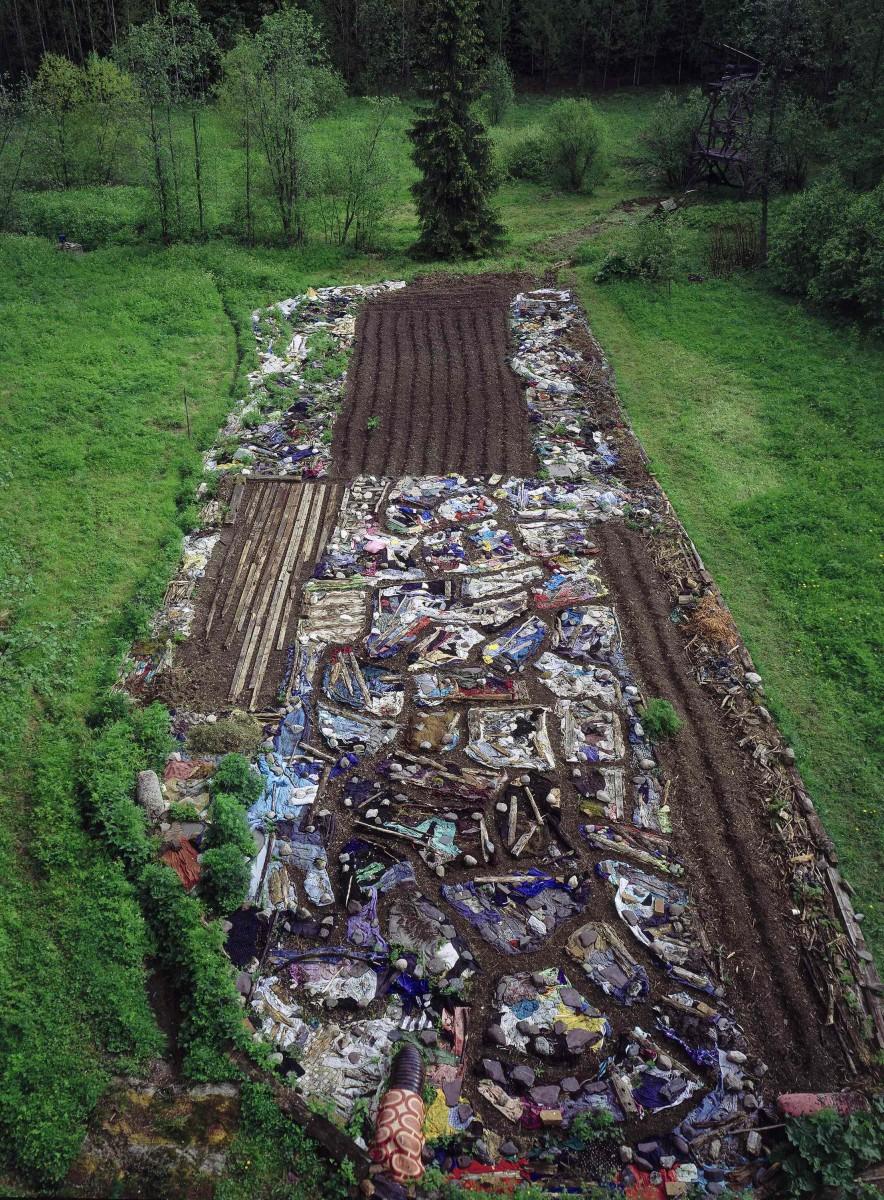 Land art-Earthworm field6