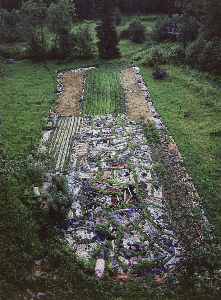 Land art-Earthworm field7