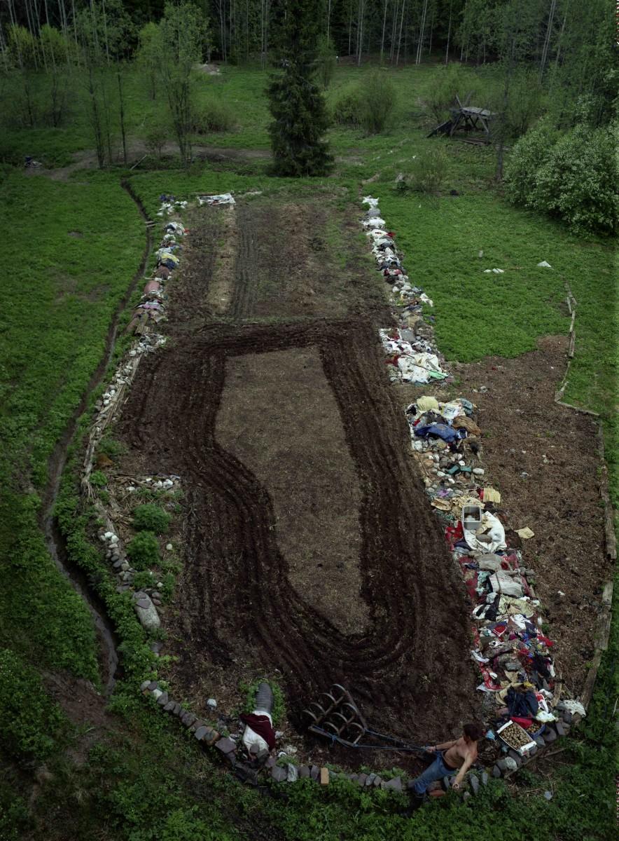 Land art-Earthworm field8